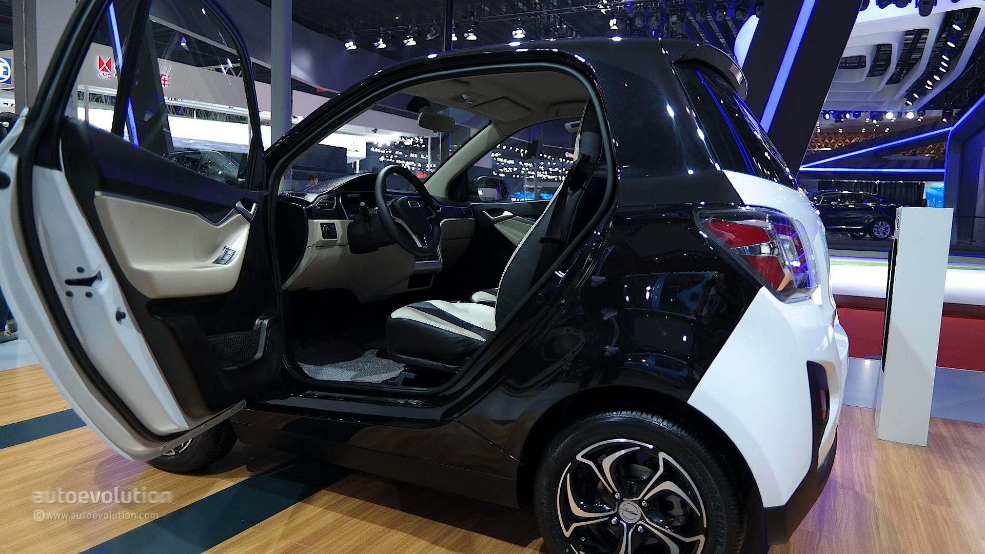 Zotye E30 Ev Shoves A Tesla Model S Dashboard Inside A