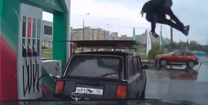 Gas Station Attendant Is Awesome Break Dancer [Video]