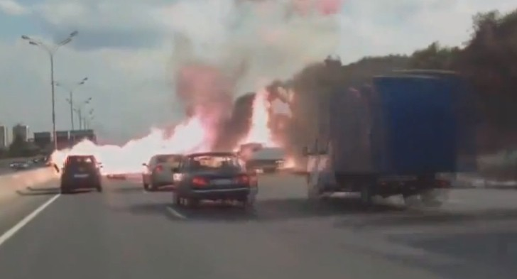 Gas Tank Truck Crashes, Causes 10-Minute Explosion on Russian Highway [Video]
