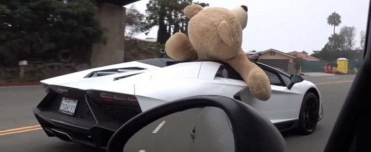 Giant Teddy Bear Riding In Lamborghini Aventador Roadster A Beverly Hills Stunt Autoevolution