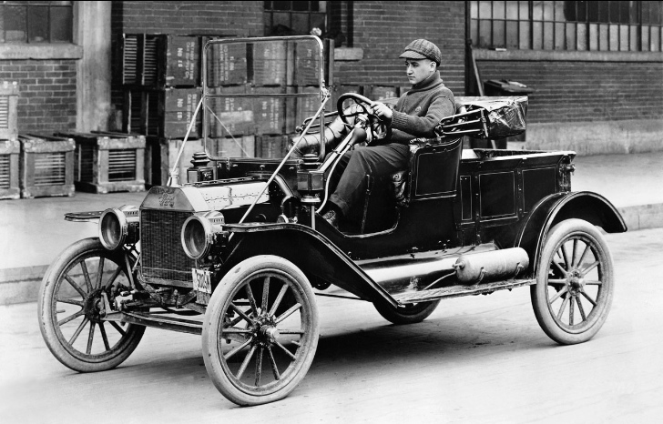 Gilmore car museum offers ford model t driving classes for Ford motor company incentives