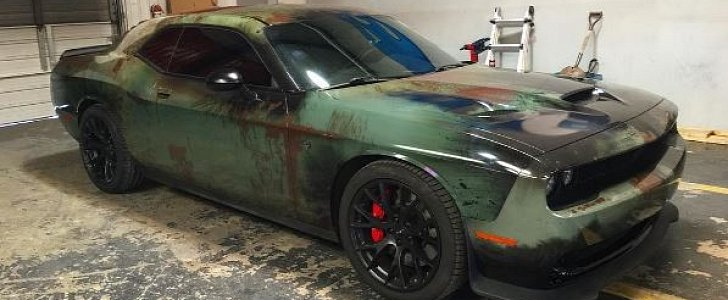 girl gives her dodge challenger hellcat a rusty wrap for a 707 hp beater look autoevolution - Challenger Hellcat