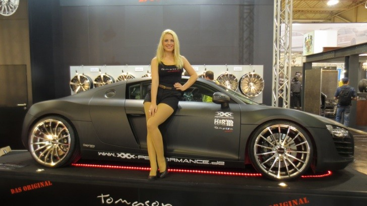 Girls at Essen Motor Show 2012 [Photo Gallery]
