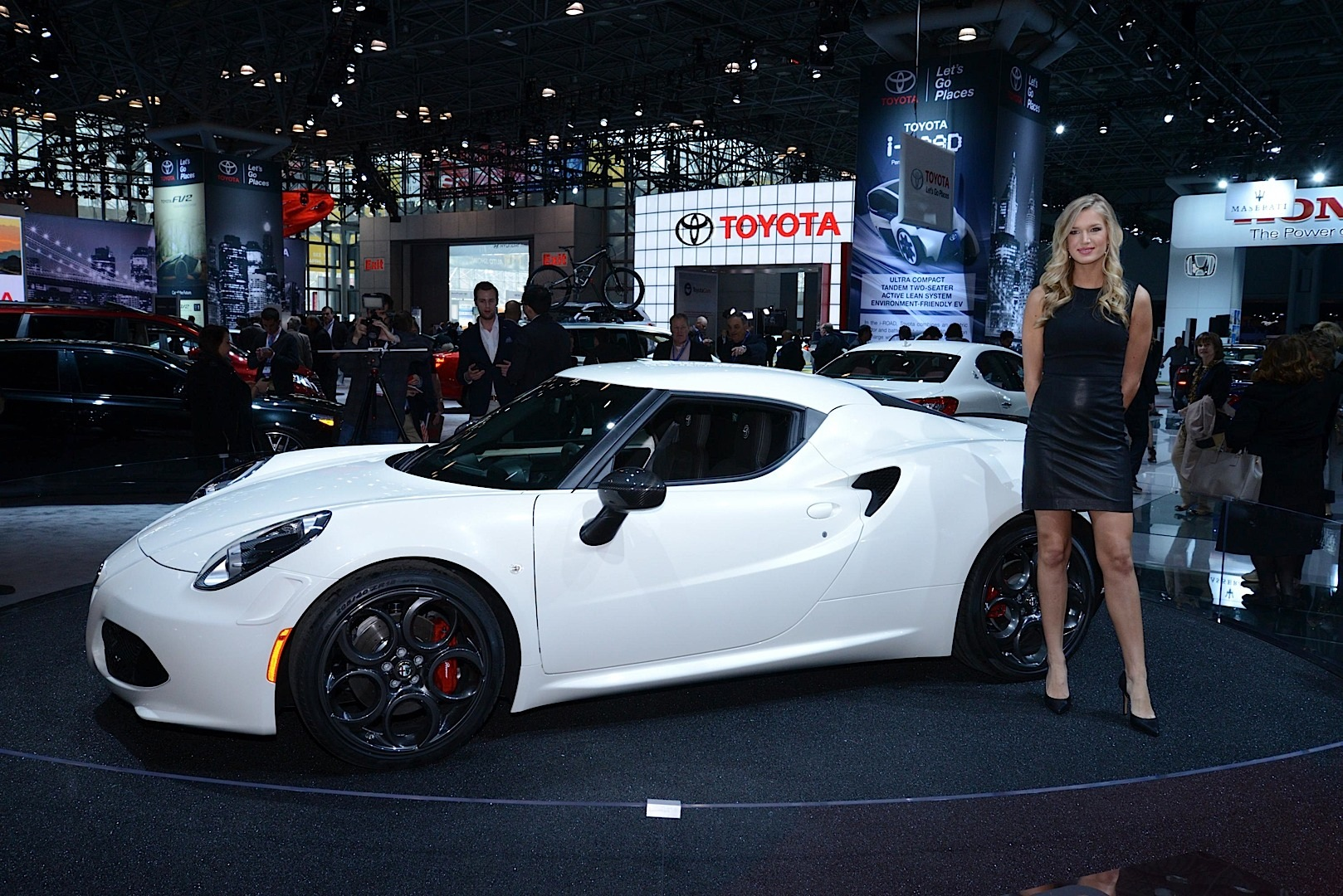 Hot Girls Of The New York Auto Show Live Photos Autoevolution - When is the new york car show