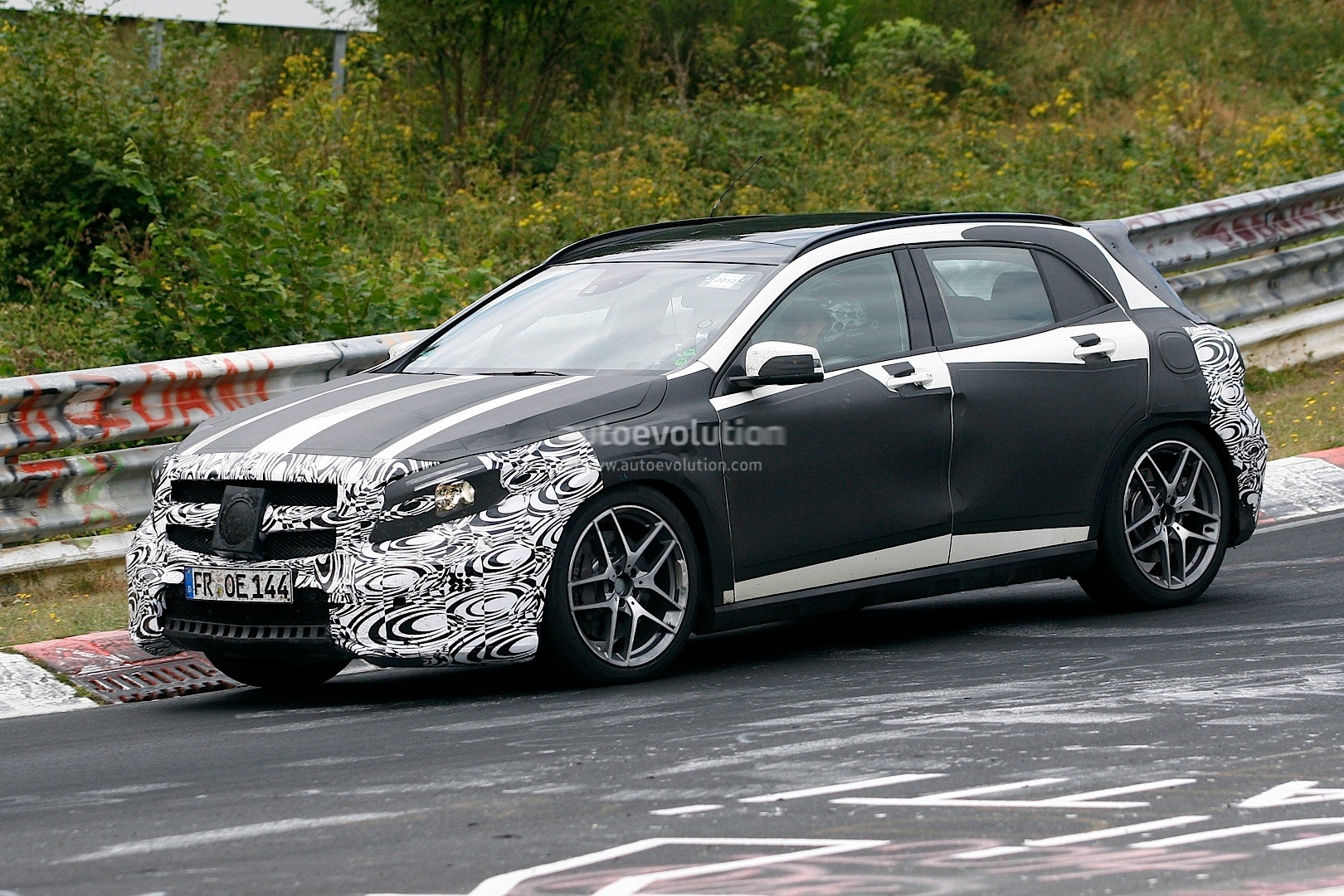 gla 45 amg still testing on the nordschleife autoevolution. Black Bedroom Furniture Sets. Home Design Ideas