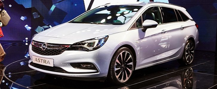 Gm Ceo Mary Bara Shows Opel Astra Sports Tourer In Frankfurt 30k Orders Autoevolution