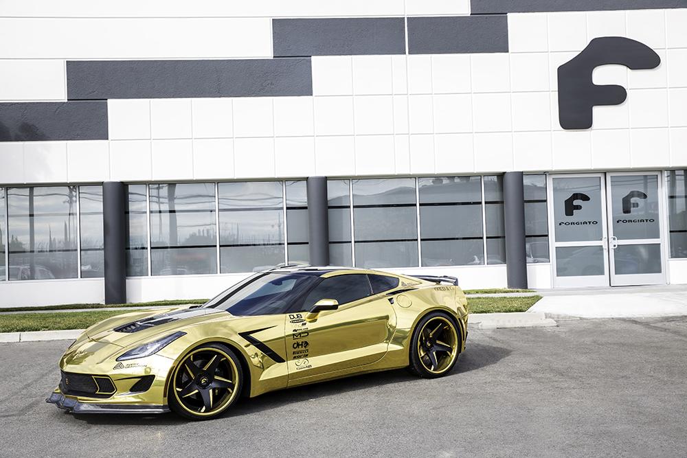 Gold Chrome Wrap Gold Chrome-wrapped Corvette