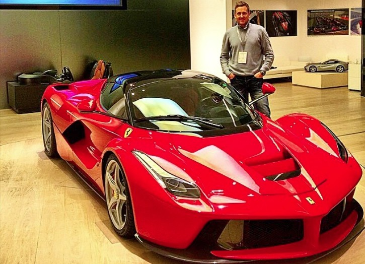 golfer-ian-poulter-gets-fitted-for-new-ferrari-laferrari-91061-7.jpg