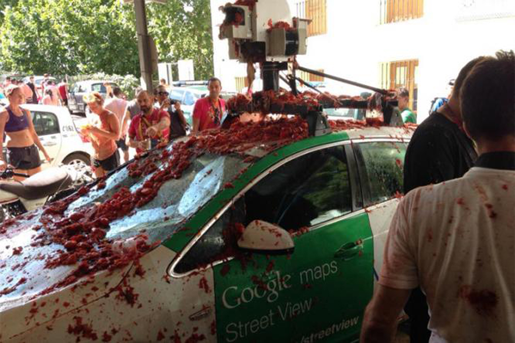 google street view car sees the dark red side of spanish