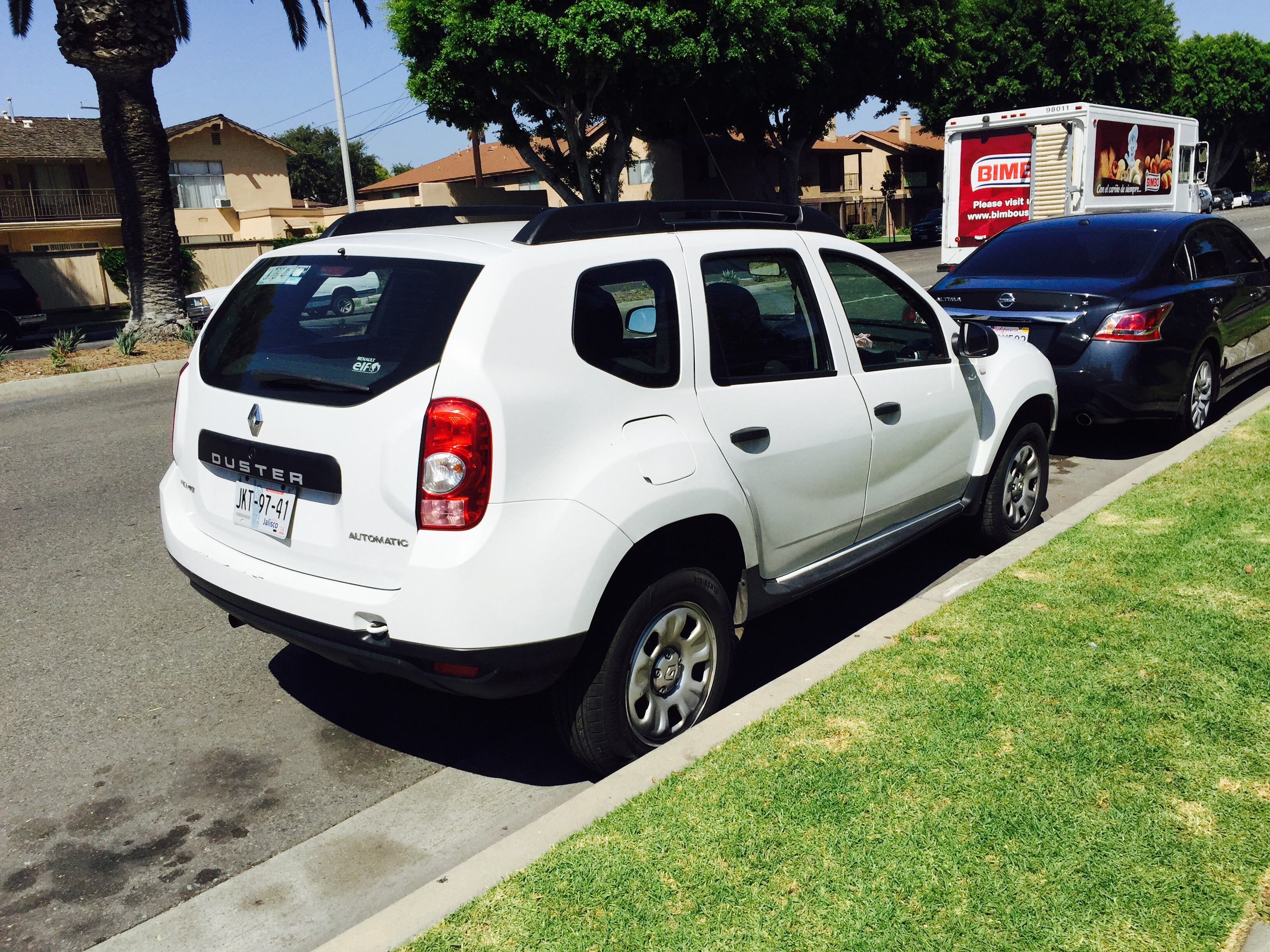 great news the dacia duster has been spotted in california autoevolution. Black Bedroom Furniture Sets. Home Design Ideas