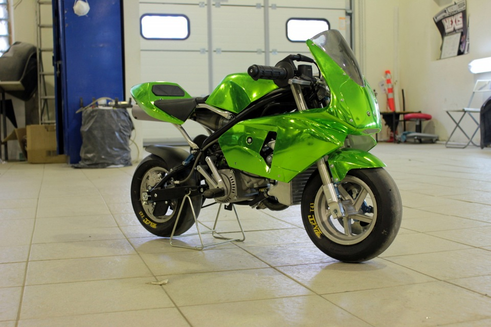 green chrome wrap for pocket bikes and more autoevolution. Black Bedroom Furniture Sets. Home Design Ideas