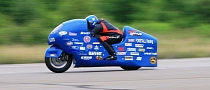Hayabusa-based Motorcycle Breaks 300 MPH Barrier [Video]