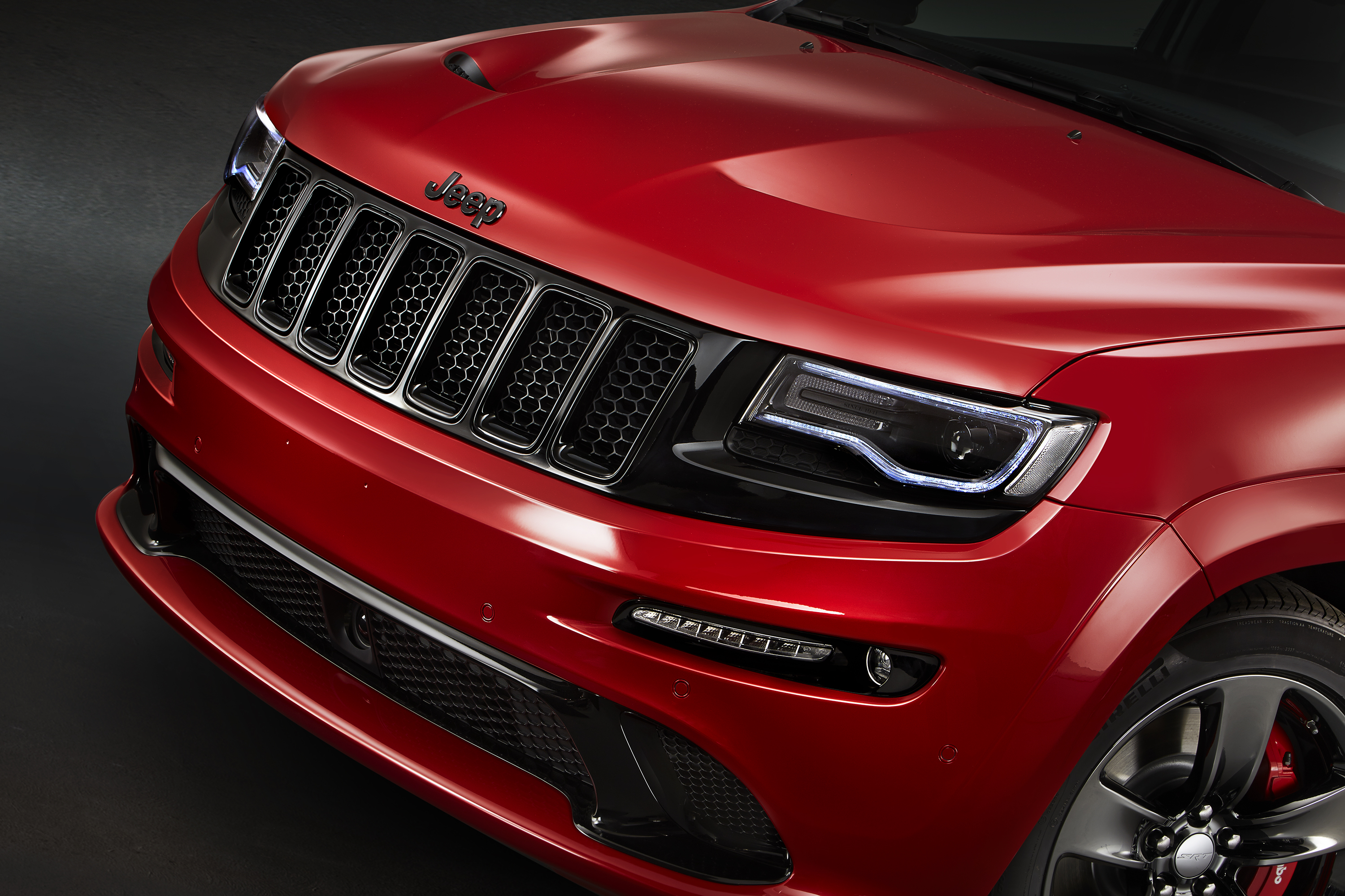 hellcat powered jeep grand cherokee confirmed for july 2017 autoevolution. Black Bedroom Furniture Sets. Home Design Ideas