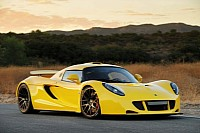 Hennessey Venom GT dressed in yellow