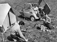 Picnic with an Isetta. Doesn't this look like a starting scene for a gang bang flick from the 1950s?