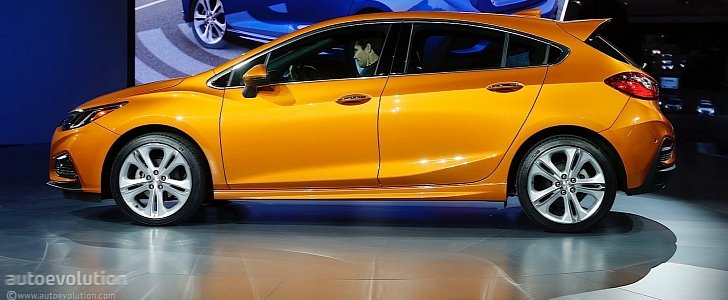 Here's the 2017 Chevrolet Cruze Hatch in Full Color ...
