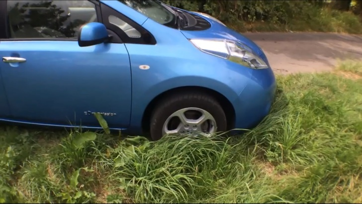 Heres What Happens When A Nissan Leaf Runs Out Of Battery