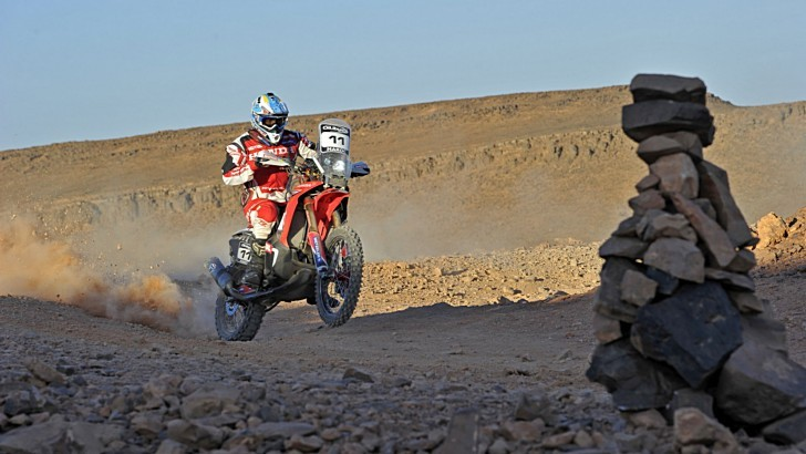 Honda CRF450 Rally Still Leading in Morocco [Video]