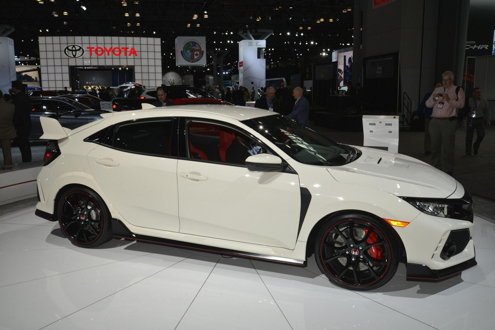 ... Honda Civic Type R Oozes Fake Carbon And 306 HP In New York ...