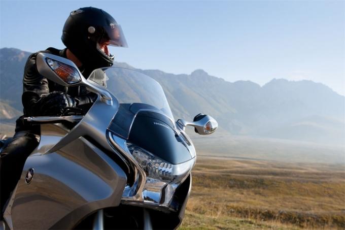 honda vfr1200f gets new service plan in the uk - autoevolution