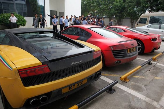 Hong Kong Police Seizes Luxury Car Collection After Arresting Street