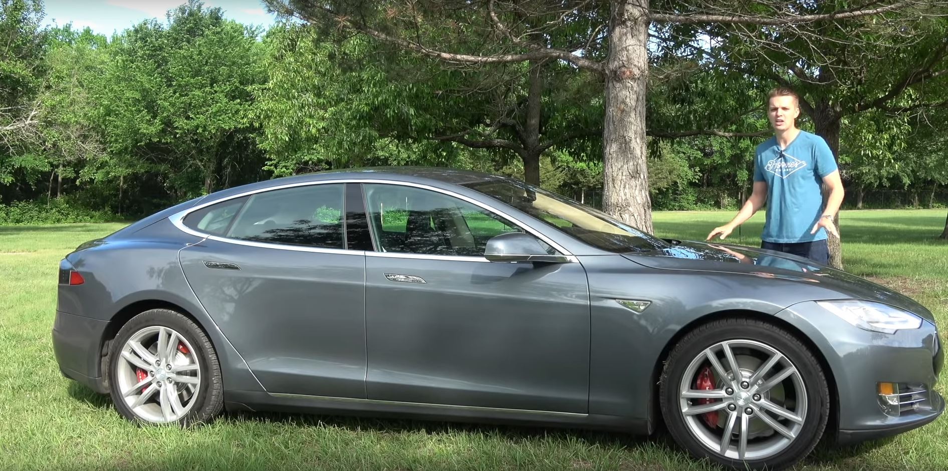 hoovies buys cheapest tesla model s in the usa at 33 500 autoevolution. Black Bedroom Furniture Sets. Home Design Ideas