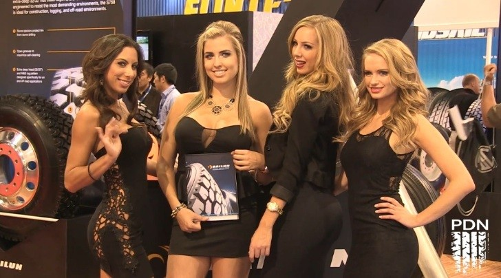Hot Girls at 2012 SEMA Show [Video]