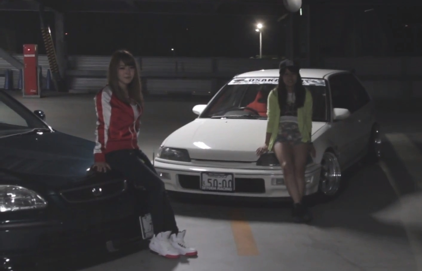 Hot JDM Girls Drive Tuned Honda Civics - autoevolution
