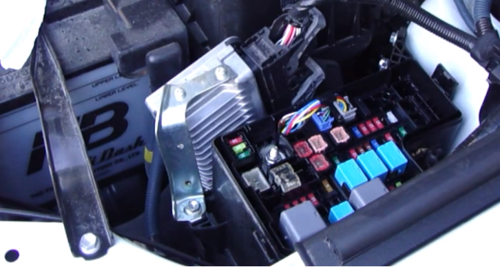 how to check fuses on 2013 toyota rav4 video 71464 7 2013 rav4 fuse box 2013 wiring diagrams instruction 2013 toyota rav4 fuse box at gsmx.co