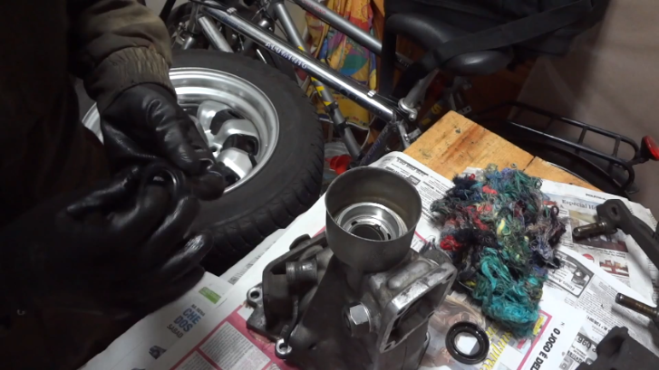 How to Fix 1986 Toyota Corolla AE 86 Gearbox Oil Leaks [Video]