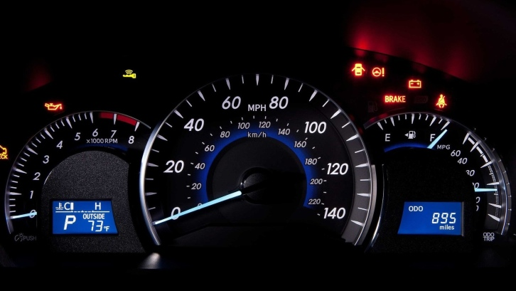 Toyota Camry Light >> How to Read Dashboard Lights on Toyota Camry - autoevolution