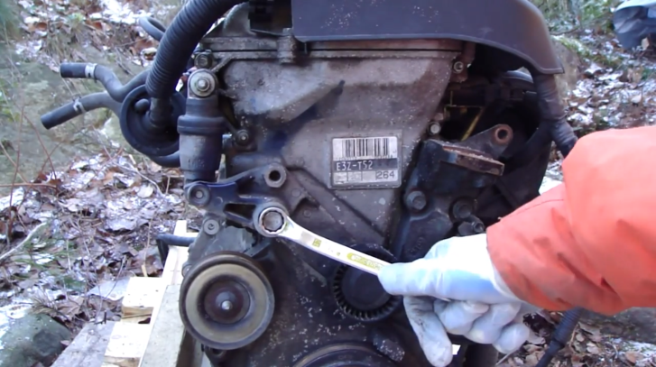 How to Remove Drive Belt Tensioner on Toyota VVTi Engine [Video]