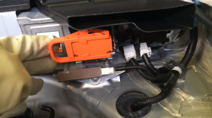 how to tell 12v prius battery dying