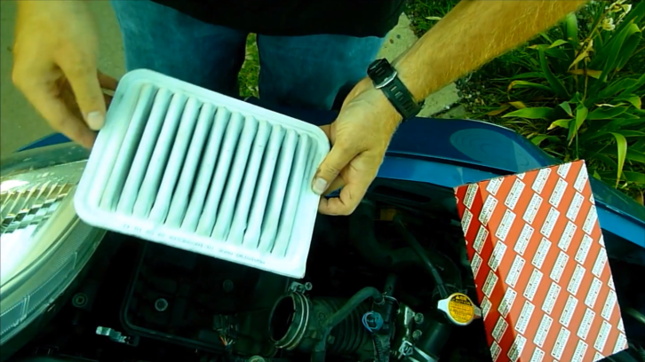 How to Replace Air Filter on 2008 Toyota Yaris [Video]
