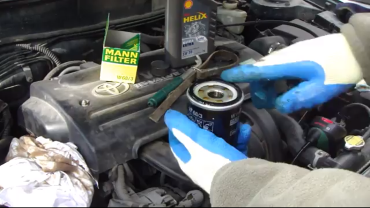 replace oil  filter    toyota corolla