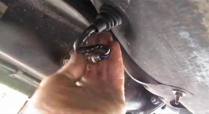 How to Replace Oxygen Sensors on 2000 Toyota Celica - autoevolution
