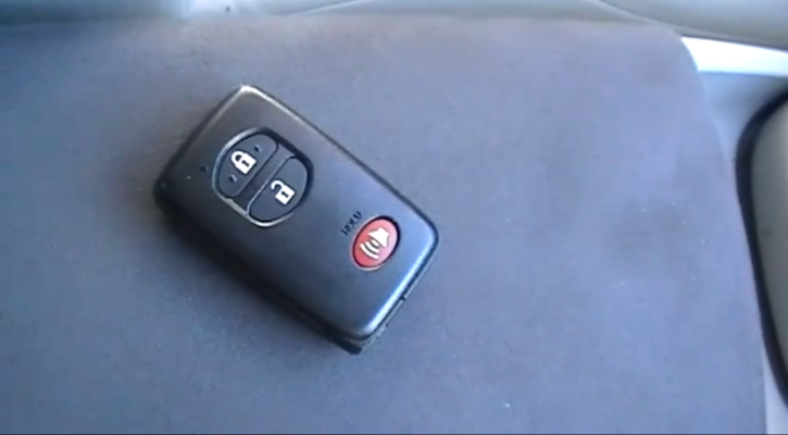 How to Reprogram a 2010 Toyota Prius Key [Video]