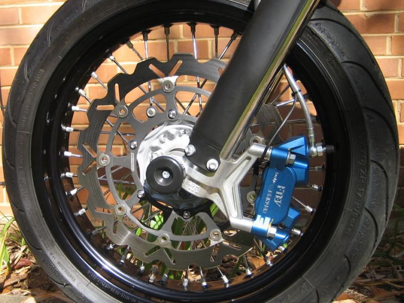 How to Upgrade Motorcycle Brakes - autoevolution