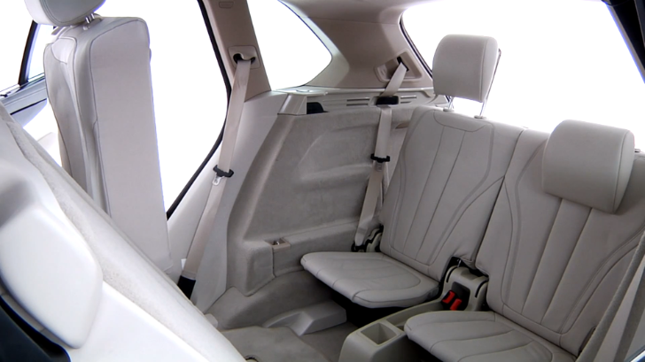 How to Use BMW F15 X5's Third Row of Seats [Video]