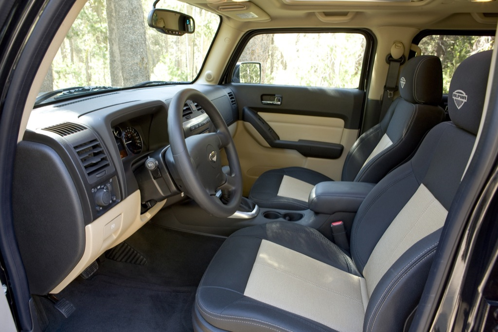Hummer h3t gains pickup truck of the year award for Interieur hummer