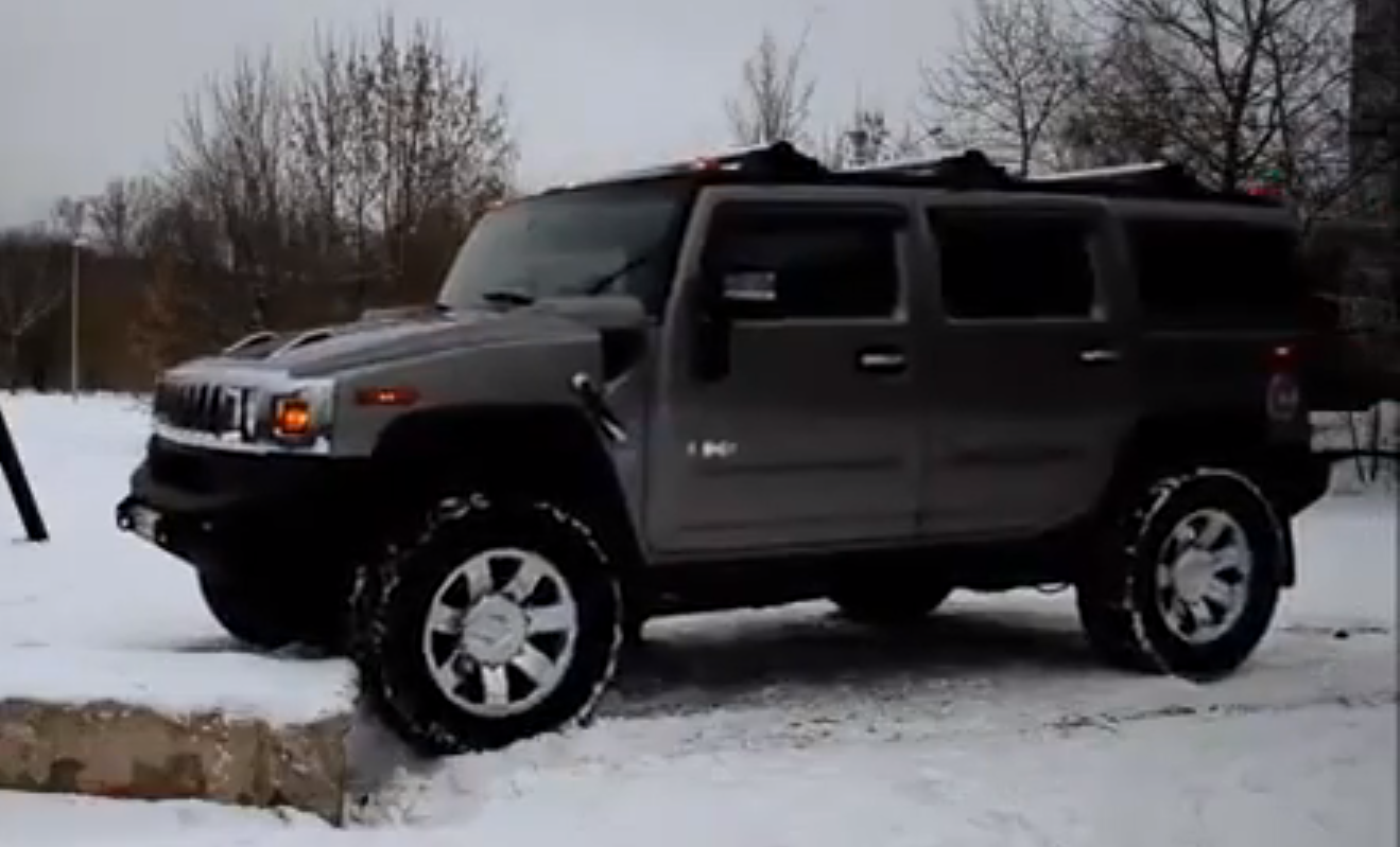 Hummer Hilariously Fails to Climb Small Concrete Block ... | hummer small