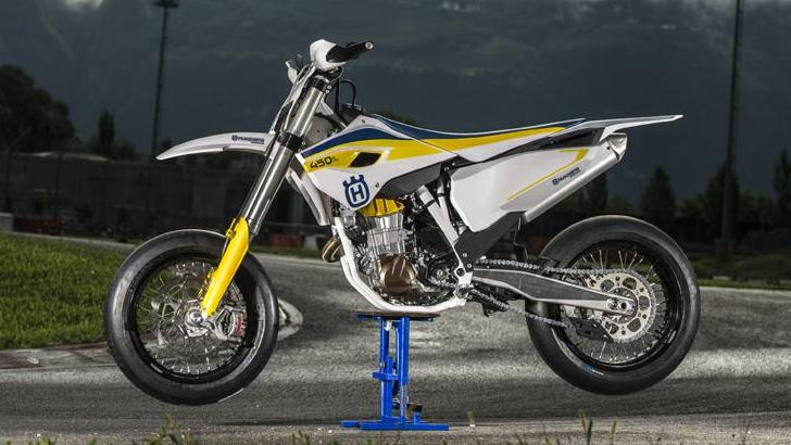 husqvarna makes supermoto comeback with the 2015 fs 450. Black Bedroom Furniture Sets. Home Design Ideas