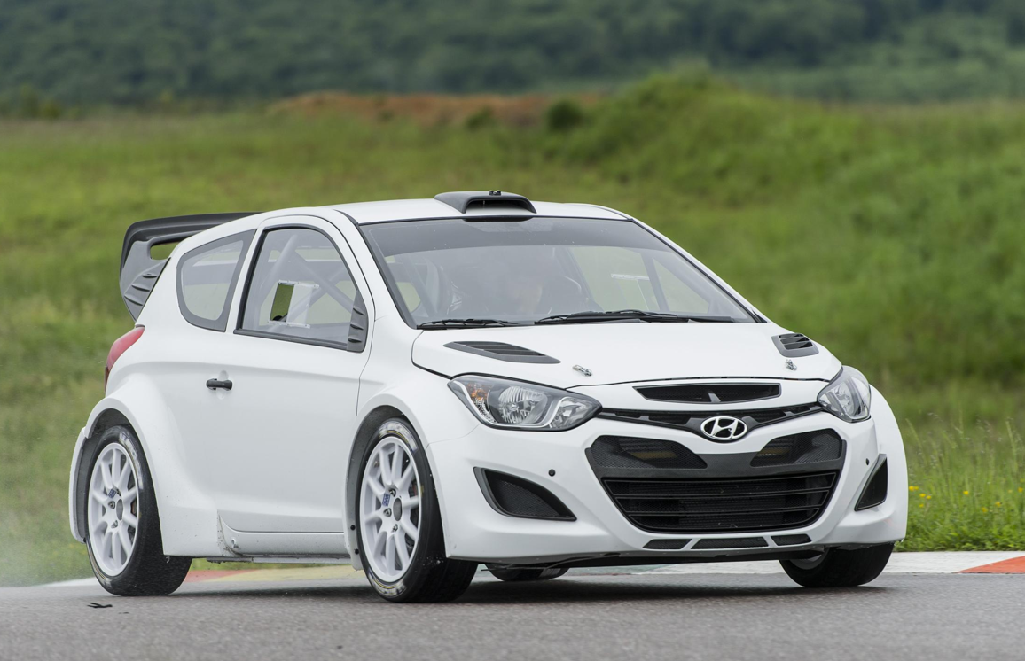 hyundai i20 wrc starts testing for 2014 autoevolution. Black Bedroom Furniture Sets. Home Design Ideas
