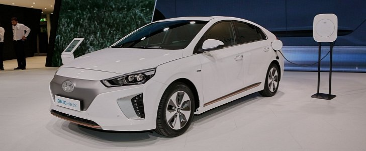 hyundai ioniq hybrid plug in and electric debut in geneva autoevolution. Black Bedroom Furniture Sets. Home Design Ideas