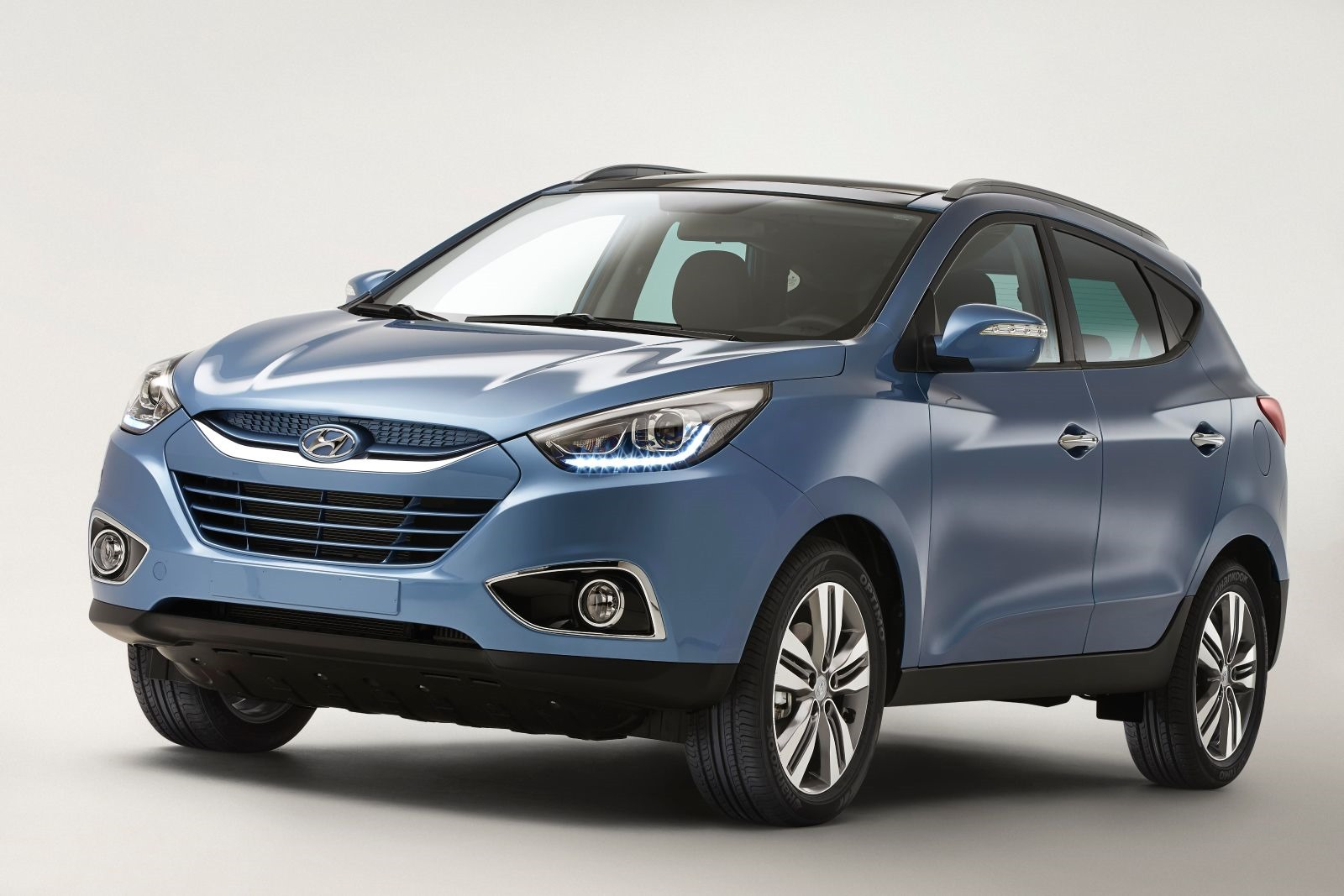 hyundai ix35 facelift first photo autoevolution. Black Bedroom Furniture Sets. Home Design Ideas