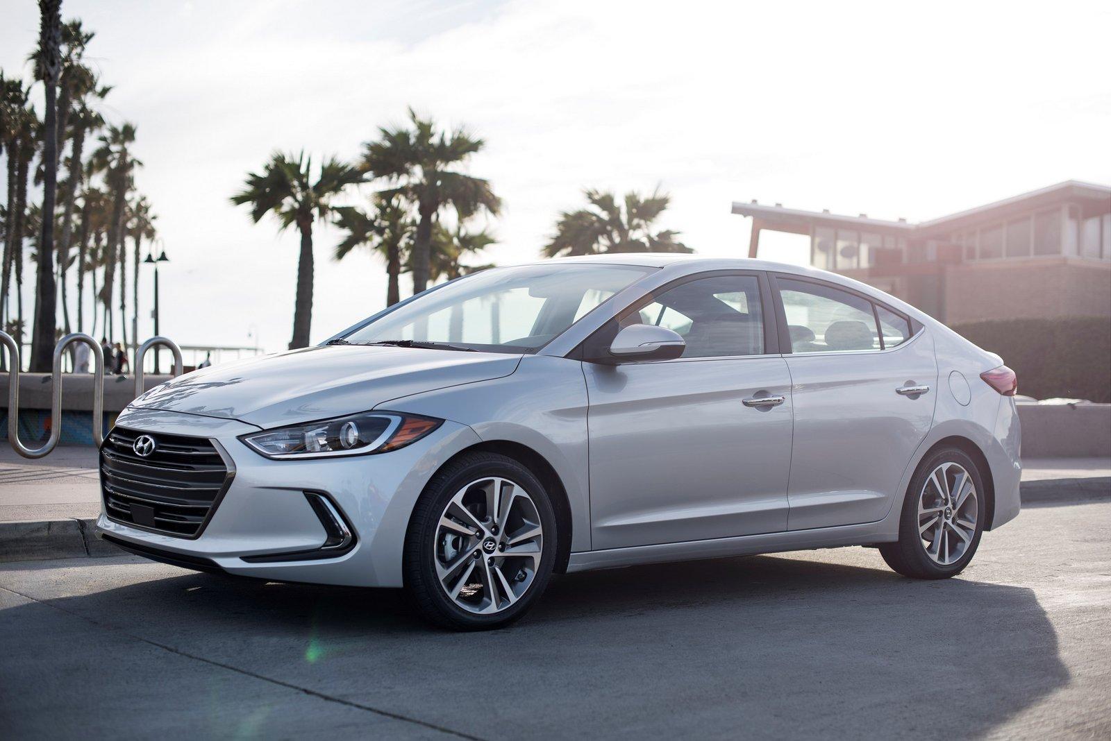 Hyundai Updates Elantra For My 2018 Adds Sel Trim Level Autoevolution