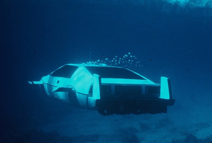 Iconic James Bond Lotus Esprit Submarine Goes Under The