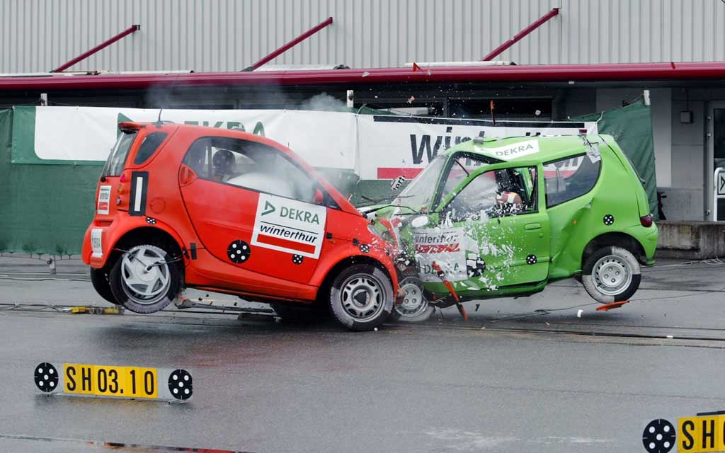 IIHS Front-to-Front Crash Test, Small Vs Midsized ...