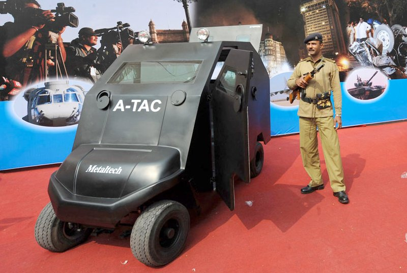 India presents world s first armored golf cart autoevolution for Narrow golf cart