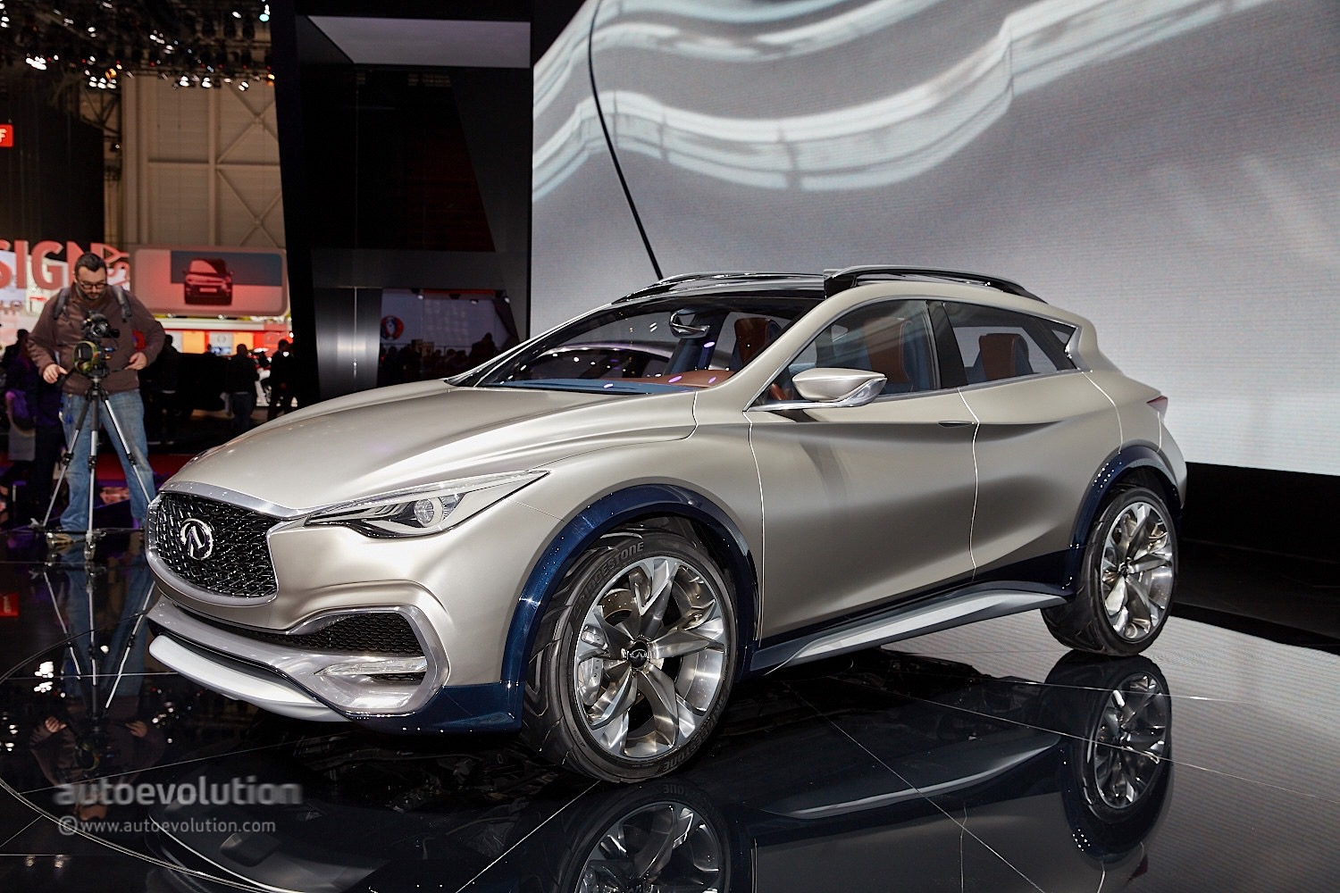 infiniti s qx30 concept is bringing sexy back in geneva autoevolution. Black Bedroom Furniture Sets. Home Design Ideas